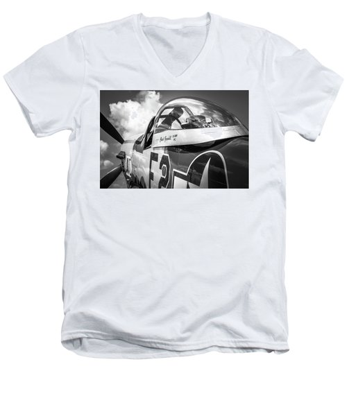 P-51 Mustang - Series 5 Men's V-Neck T-Shirt