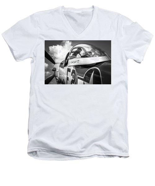 P-51 Mustang - Series 5 Men's V-Neck T-Shirt