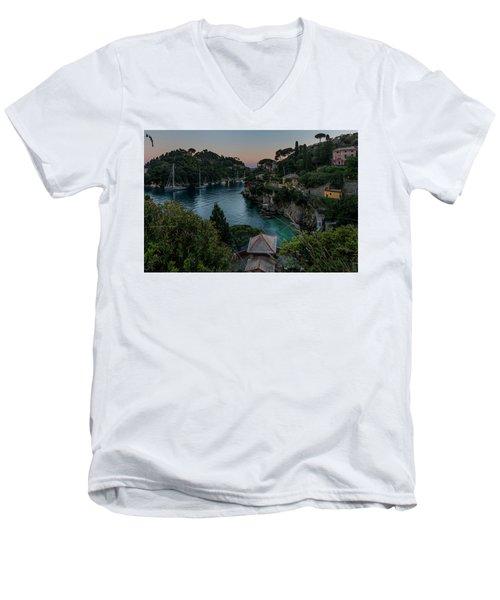 Nervi Coast With Train - La Scogliera Di Nervi E Il Suo Treno Men's V-Neck T-Shirt