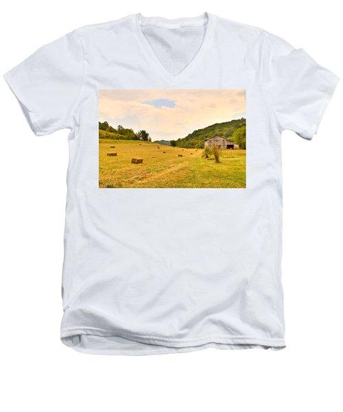 Pastorial Framland In Kentucky Men's V-Neck T-Shirt