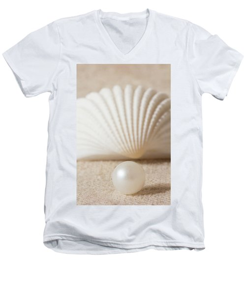 Pearl And Shell Men's V-Neck T-Shirt
