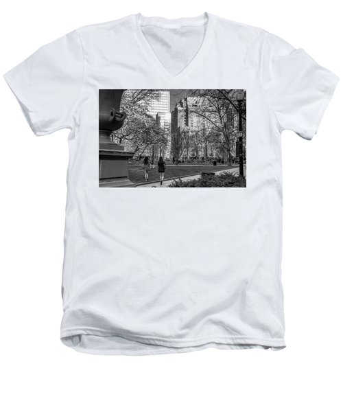 Men's V-Neck T-Shirt featuring the photograph Philadelphia Street Photography - 0902 by David Sutton