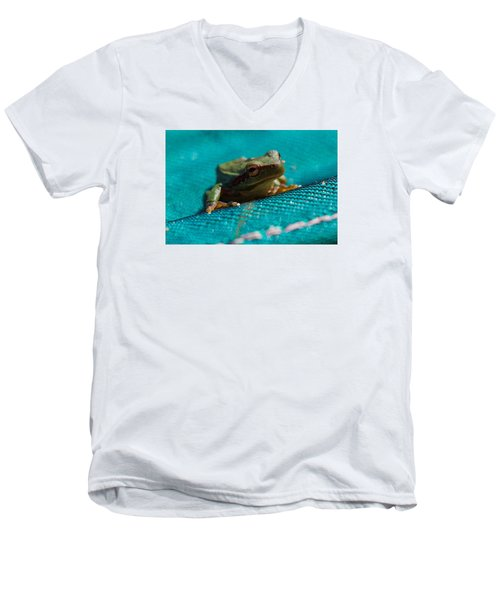 Men's V-Neck T-Shirt featuring the photograph Pool Frog by Richard Patmore