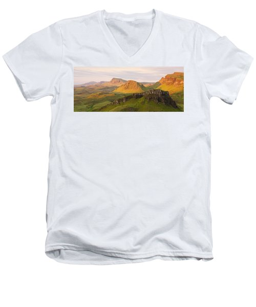 Quiraing Panorama Men's V-Neck T-Shirt