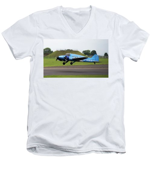 Raf Scampton 2017 - Avro Anson Nineteen During Take Off Men's V-Neck T-Shirt