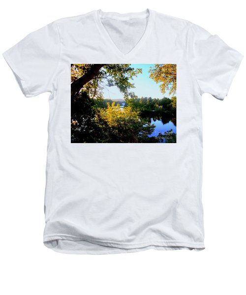 Men's V-Neck T-Shirt featuring the photograph Rawdon by Elfriede Fulda