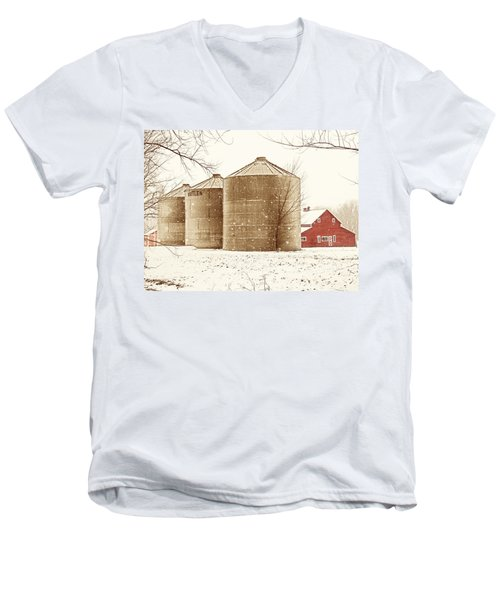 Red Barn In Snow Men's V-Neck T-Shirt