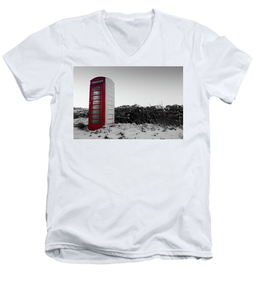 Red Telephone Box In The Snow Vi Men's V-Neck T-Shirt