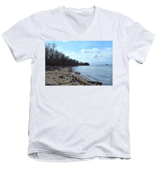 Delaware River Shoreline Men's V-Neck T-Shirt
