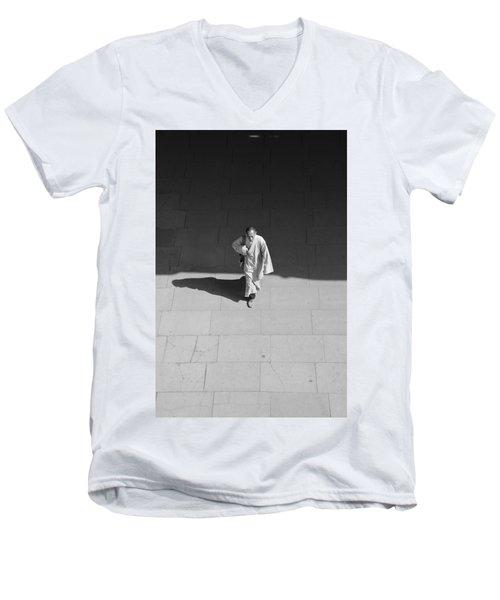 Robe Light Men's V-Neck T-Shirt