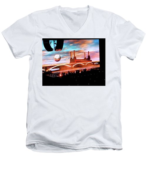 Roger Waters Tour 2017 - Welcome To The Machine Men's V-Neck T-Shirt