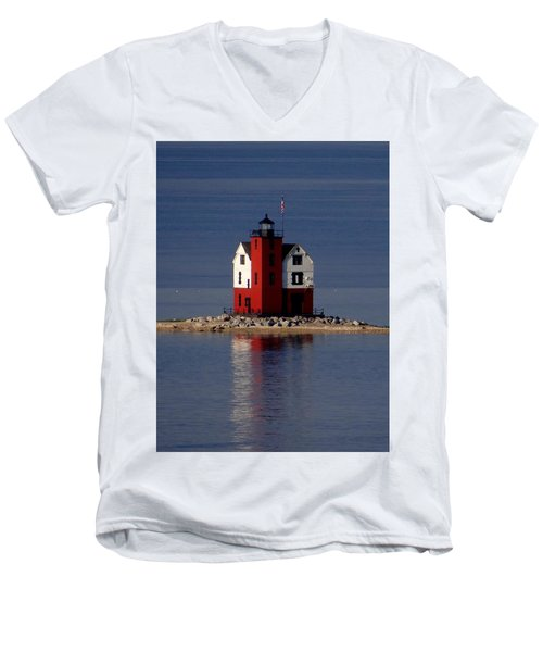 Round Island Lighthouse In The Morning Men's V-Neck T-Shirt