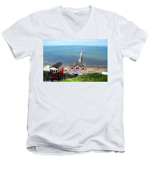 Saltburn Pier Men's V-Neck T-Shirt