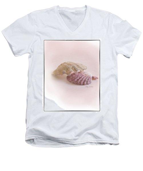 Seashell Love Men's V-Neck T-Shirt