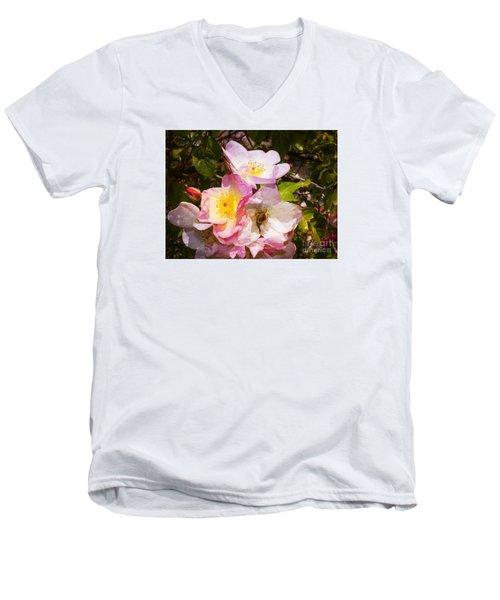 Shakespeares Summer Roses Men's V-Neck T-Shirt