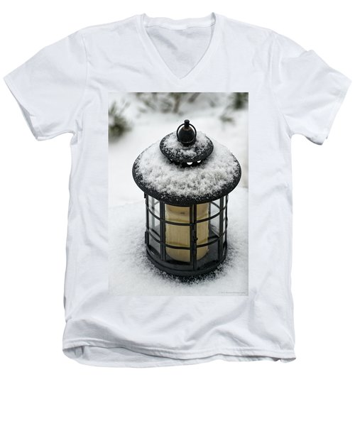 Snow Covered Lamp Men's V-Neck T-Shirt