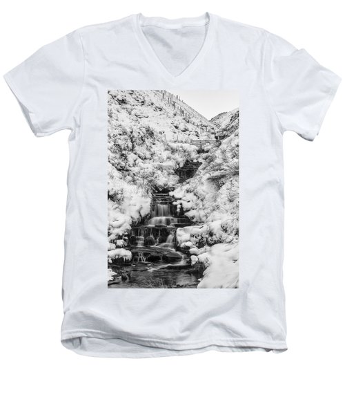 Snowy Waterfall In The Peak District In Derbyshire Men's V-Neck T-Shirt