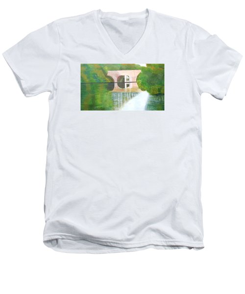 Sonning Bridge In Autumn Men's V-Neck T-Shirt