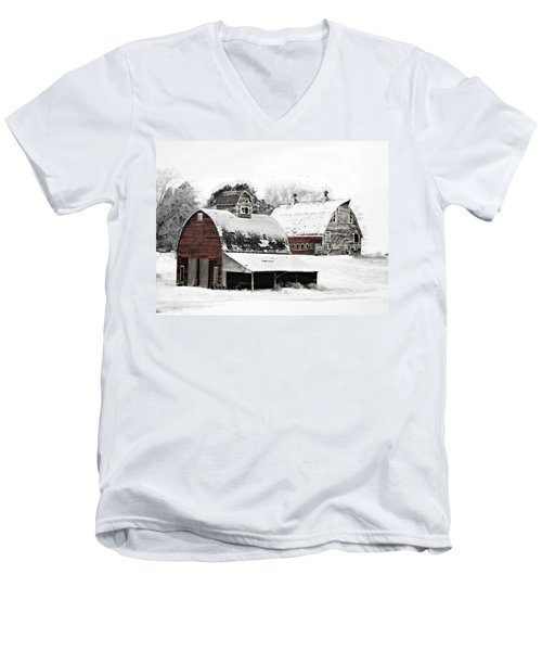 South Dakota Farm Men's V-Neck T-Shirt