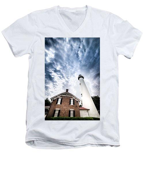 St Simons Lighthouse Men's V-Neck T-Shirt