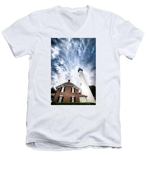 St Simons Lighthouse Men's V-Neck T-Shirt