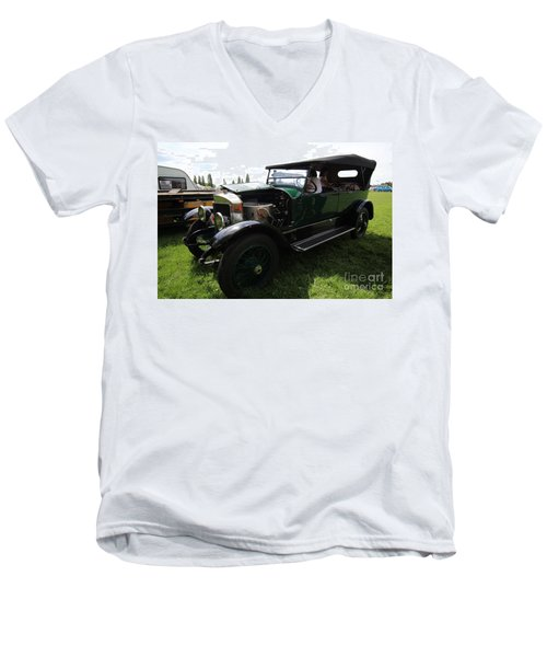 Steam Car Men's V-Neck T-Shirt