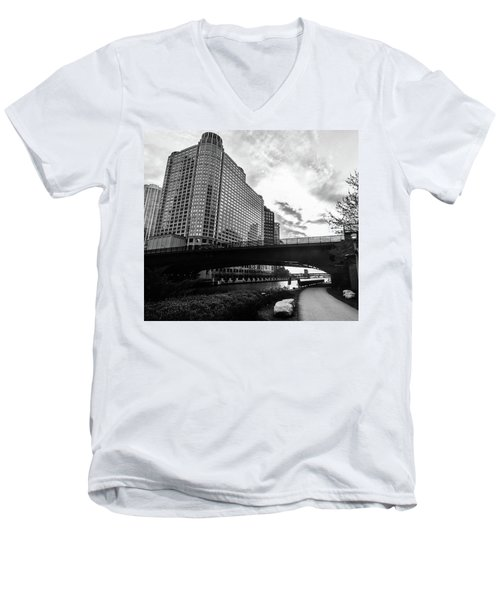 Strolling In The Chi Men's V-Neck T-Shirt