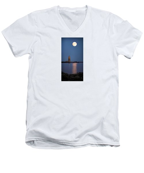 Super Moon Over Whaleback Lighthouse Men's V-Neck T-Shirt