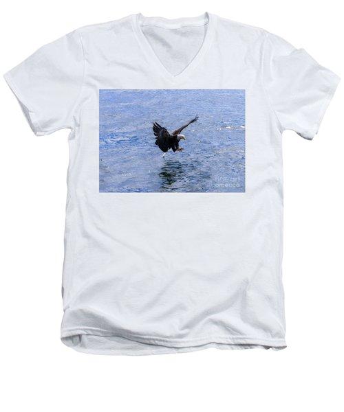 Tail Landing Men's V-Neck T-Shirt