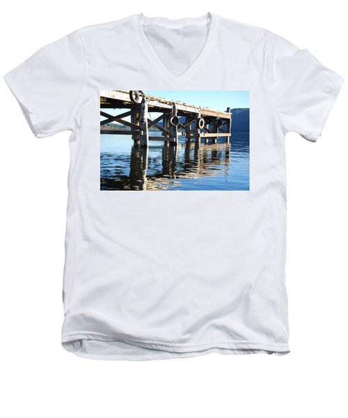 Te Anau Pier Men's V-Neck T-Shirt