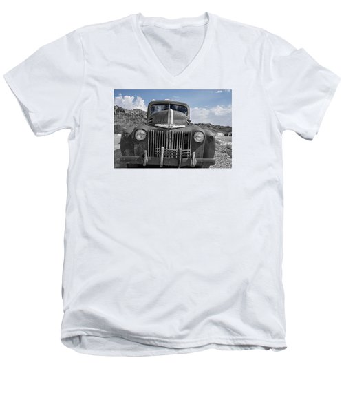 Men's V-Neck T-Shirt featuring the photograph The Boss by Annette Berglund