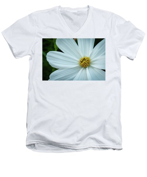 The Heart Of The Daisy Men's V-Neck T-Shirt