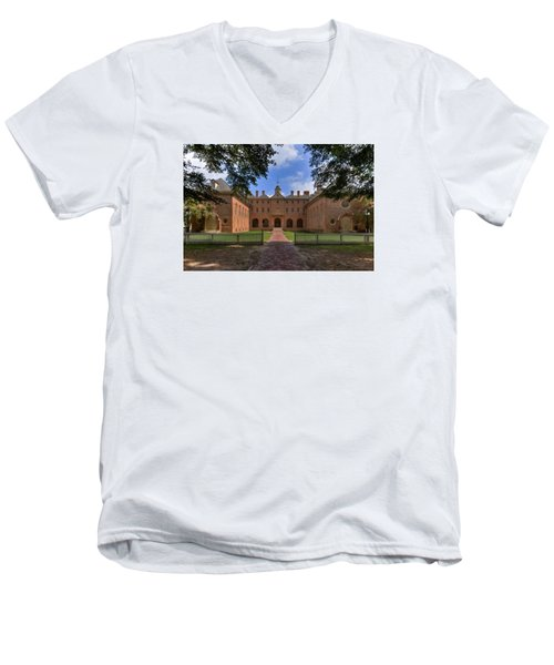 The Wren Building At William And Mary Men's V-Neck T-Shirt
