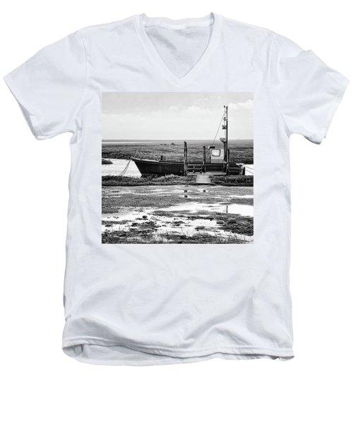 Thornham Harbour, North Norfolk Men's V-Neck T-Shirt