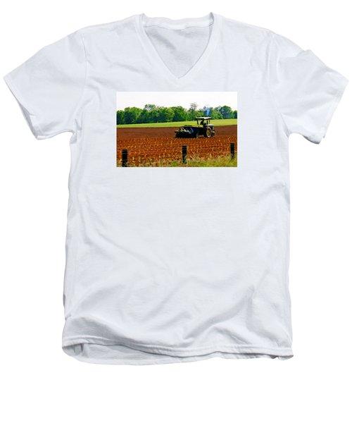 Tobacco Planting Men's V-Neck T-Shirt