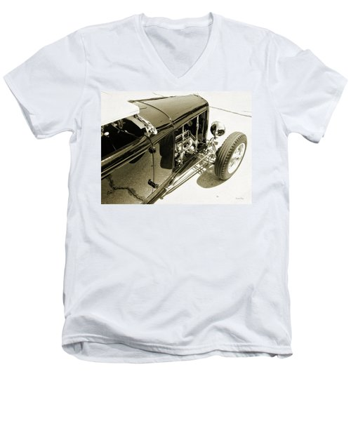 Traditional Roadster Bw Men's V-Neck T-Shirt