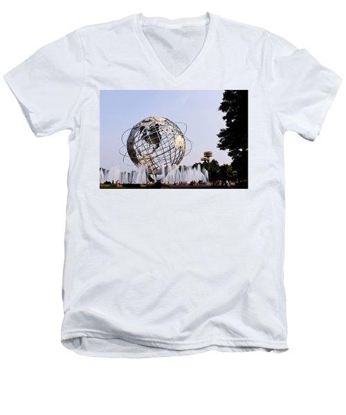 Unisphere Fountain Men's V-Neck T-Shirt
