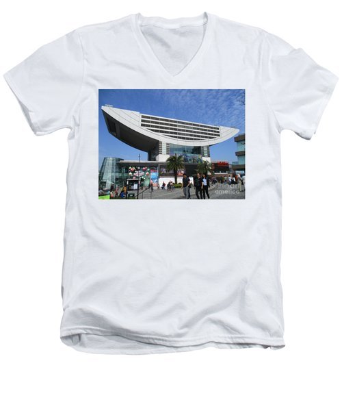 Men's V-Neck T-Shirt featuring the photograph Victoria Peak 3 by Randall Weidner