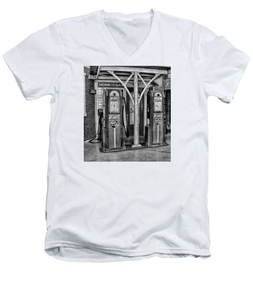 Vintage Gas Station Bw Men's V-Neck T-Shirt