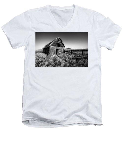 Weathered Barn Men's V-Neck T-Shirt