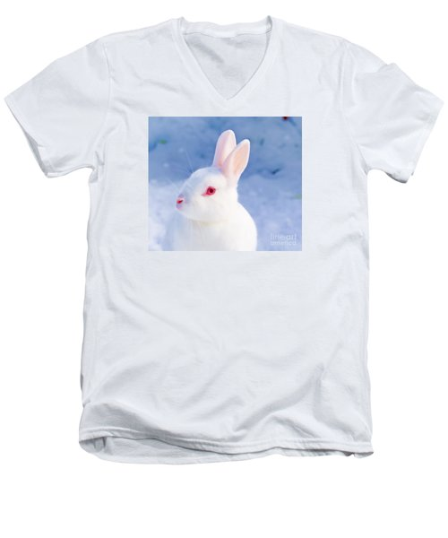 White Rabbit In Snow Men's V-Neck T-Shirt