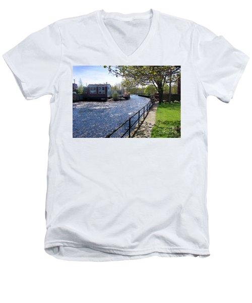 Winding River Men's V-Neck T-Shirt