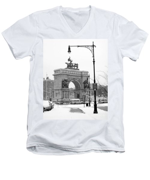 Winter Grand Army Plaza Men's V-Neck T-Shirt