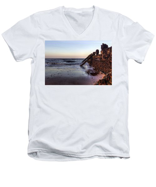 Withernsea Groynes At Sunset Men's V-Neck T-Shirt