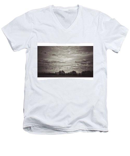 Wolken über Mir  #wolken #cloudscape Men's V-Neck T-Shirt