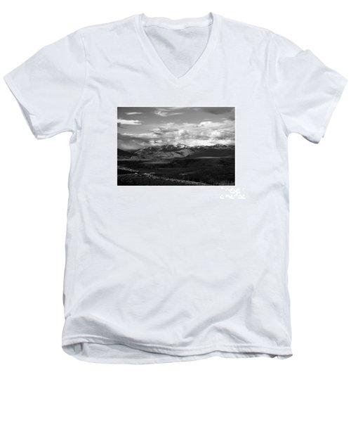 Yellowstone National Park Scenic Men's V-Neck T-Shirt