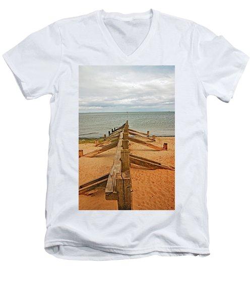 19/08/13 Edinburgh, Poetobello. The Shore And Groynes. Men's V-Neck T-Shirt