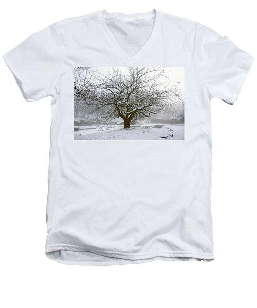 30/01/19  Rivington.  Japanese Pool. Snow Clad Tree. Men's V-Neck T-Shirt