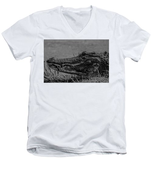 B And W Gator Men's V-Neck T-Shirt