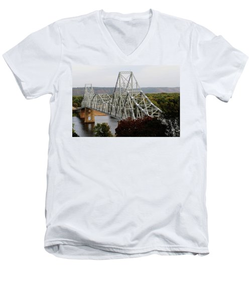 Iowa - Mississippi River Bridge Men's V-Neck T-Shirt
